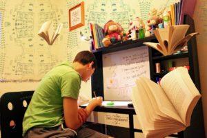 まだ書きながら覚えてるの?効率の良い暗記・復習の方法